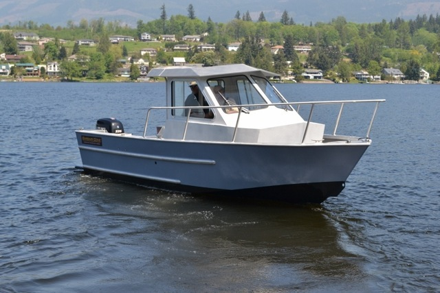 NOW IN JUNEAU! 25' ALUMINUM SPORT FISHER, NEW 225 HP SUZUKI, TRAILER, HUGE BACK DECK!
