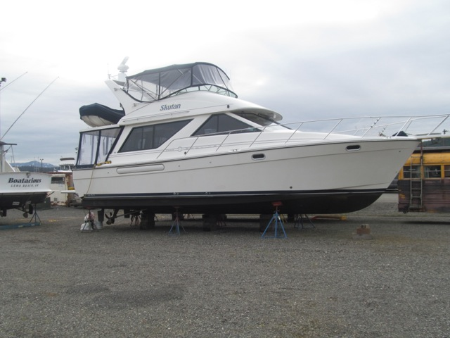IMMACULATE, LOW HOUR BAYLINER 3988, TWIN 270 HP CUMMINS, LOADED WITH ALASKA CRUISING  UPGRADES!