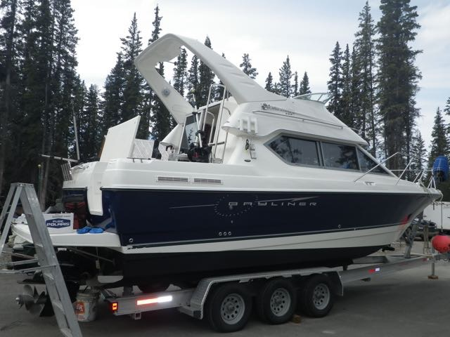 28' Bayliner 288 Discovery, 300 HP MPI, Bow/Stern Thruster, Trailer, Kicker, $74,900