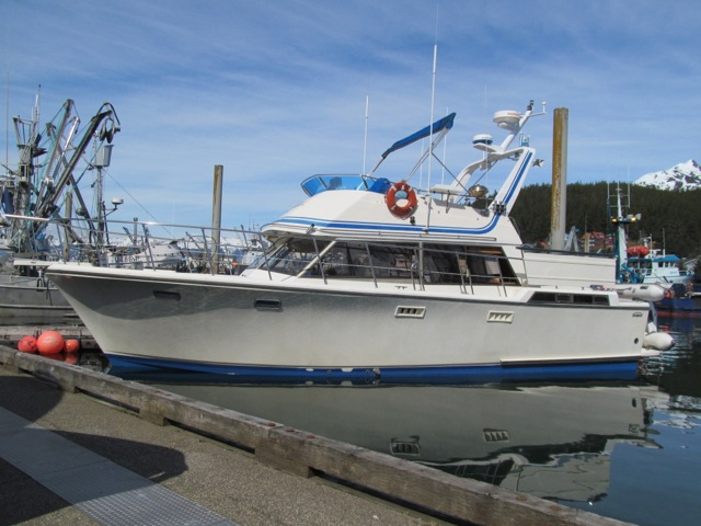 REDUCED TO $59,500. BEAUTIFUL 41' SYMBOL AFT CABIN MOTORYACHT, FRESH 255 HP VOLVO DIESEL'S,