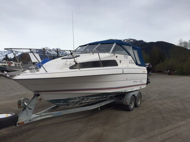 $11,900 REDUCED, NICE BAYLINER 2252 CLASSIC, ECONOMICAL V-6, FULL CAMPER BACK