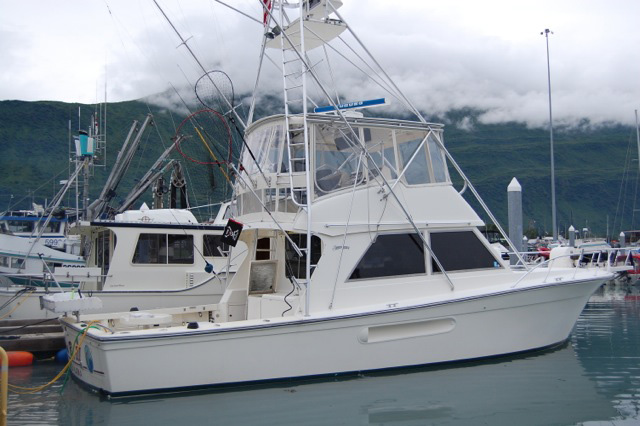 NEW! 44' HENRIQUES CONVERTIBLE, TWIN 660 HP CATS, GEN, TUNA TOWER, PRISTINE CONDITION. $339,000