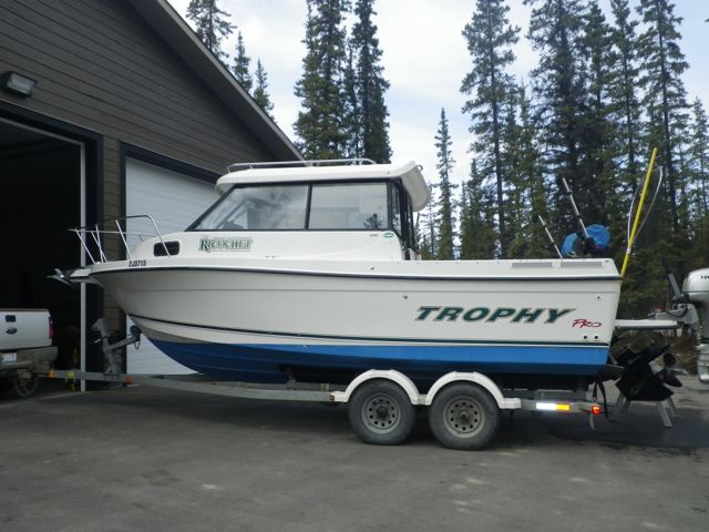 NEW! VERY CLEAN BAYLINER 2359 TROPHY. EFI GAS, KICKER, GARAGE STORED. $45,000
